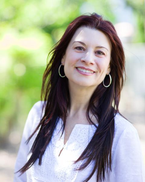 Alina Lovin Agent Photo
